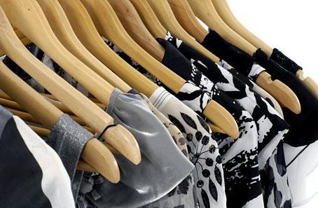 bigstock-fashion-clothes-hangers-on-a-h-17779859 ok 1